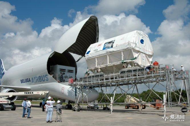 Airbus_(A300-600ST)_Beluga_unloading_Columbus