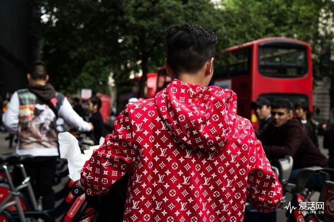 红色帽衫2
