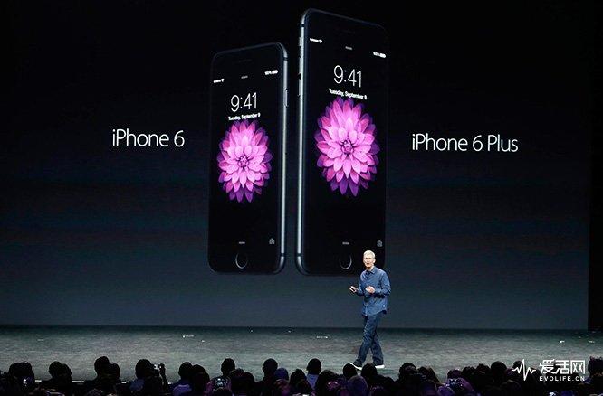 140909-apple-tim-cook-iphone-130p_29f1f4275f8119d008b0fd5fed841584