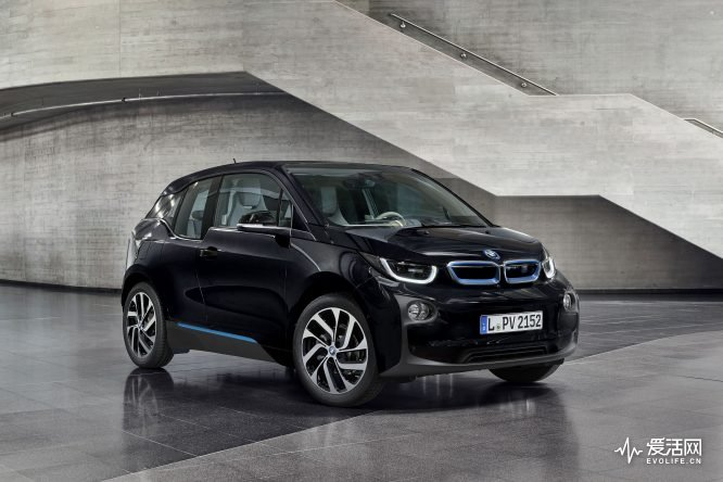 The-BMW-i3-with-the-new-color-Fluid-Black-2
