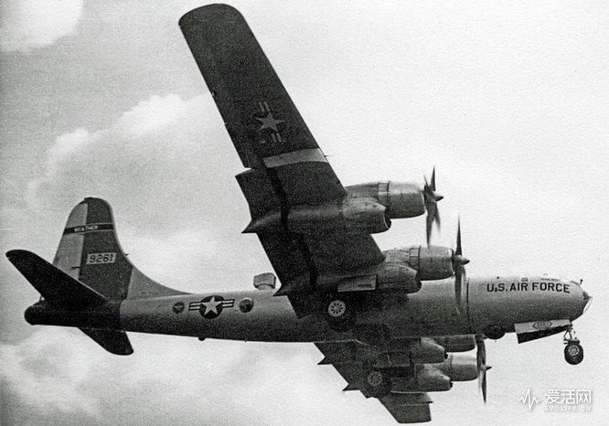 800px-Boeing_B-50_(WB-50D)_9261_MATS_Burtonwood_29.04.56_edited-2