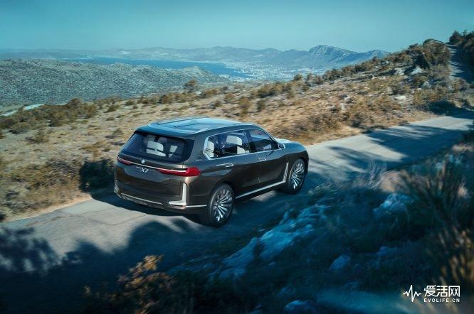 BMW-Concept-X7-rear-three-quarter-02
