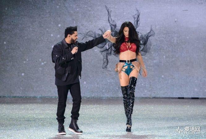 the-weeknd-victorias-secret-fashion-show-performance-14