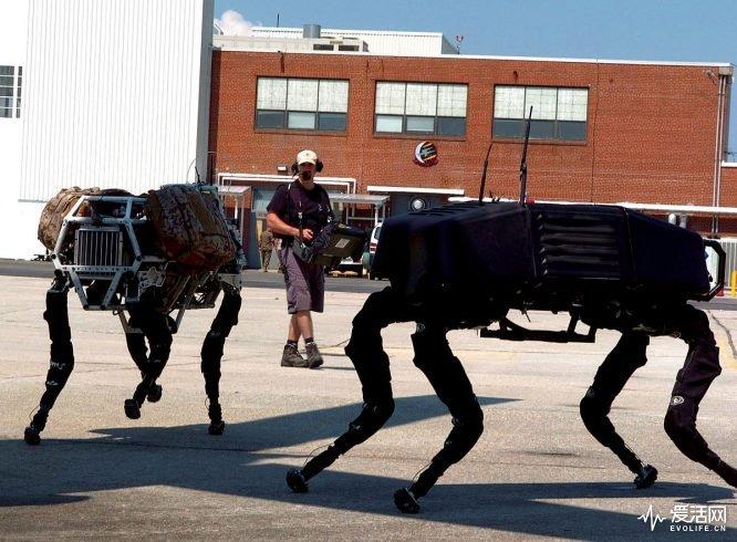 1200px-Big_dog_military_robots