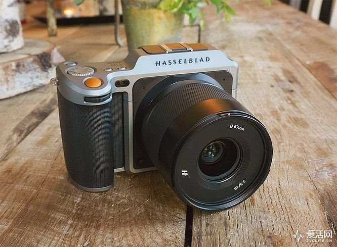 Z-hasselblad-x1d-eh-front-angle