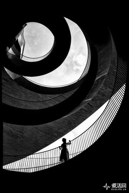 Alan-Schaller-Metropolis-12