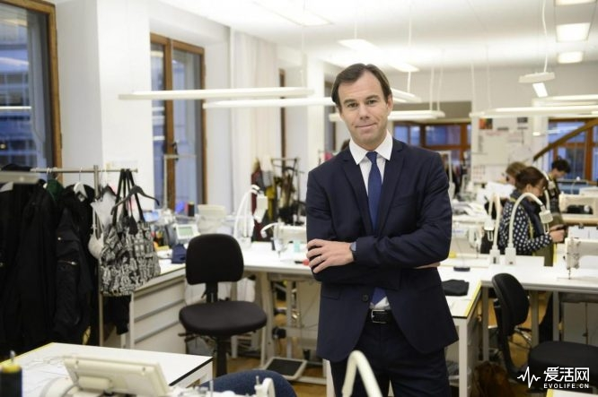 Swedish retailer Hennes & Mauritz Chief Executive Karl-Johan Persson poses for pictures at the company's office in Stockholm January 30, 2014. Heavy investment in its online offering and new brands depressed fourth-quarter profits at Hennes & Mauritz and the world's No. 2 fashion retailer said it would keep expanding into more markets and products. The Swedish budget fashion retailer said pre-tax profit rose 11 percent to 7.3 billion Swedish crowns ($1.13 billion), missing average analyst forecasts for 7.6 billion. REUTERS/Leif R Jansson/TT News Agency (SWEDEN - Tags: FASHION BUSINESS) ATTENTION EDITORS - THIS IMAGE HAS BEEN SUPPLIED BY A THIRD PARTY. IT IS DISTRIBUTED, EXACTLY AS RECEIVED BY REUTERS, AS A SERVICE TO CLIENTS. SWEDEN OUT. NO COMMERCIAL OR EDITORIAL SALES IN SWEDEN. NO COMMERCIAL SALES