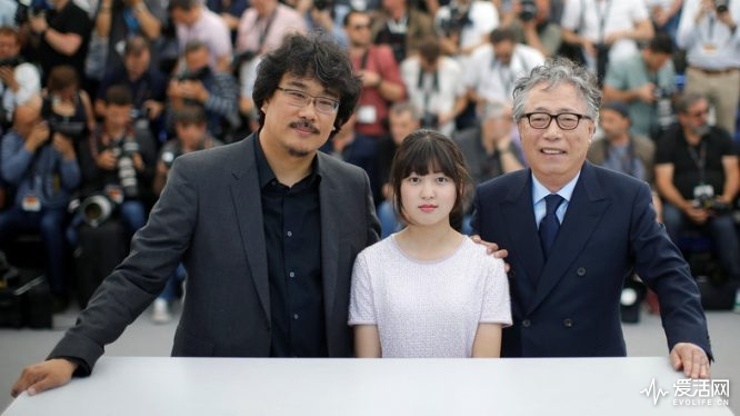 """70th Cannes Film Festival - Photocall for the film """"Okja"""" in competition - Cannes, France. 19/05/2017. Director Bong Joon-ho and cast member, Seo-Hyeon Ahn and Hee-Bong Byun pose. REUTERS/Stephane Mahe"""