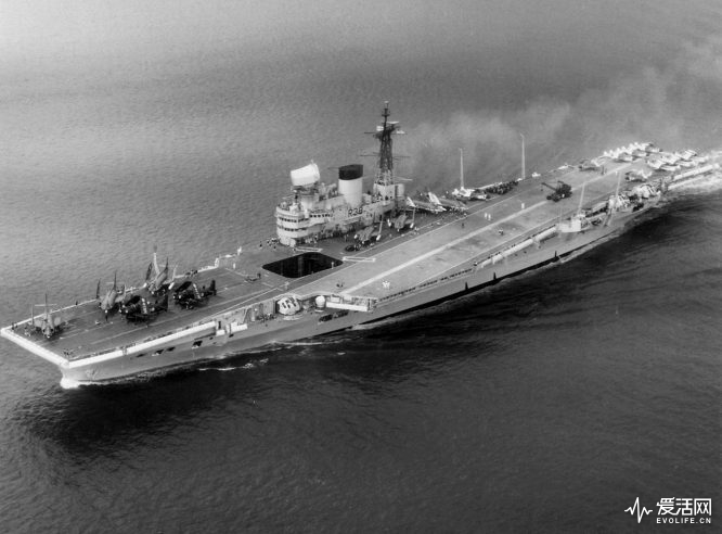 1280px-HMS_Victorious_(R38)_aerial_c1959