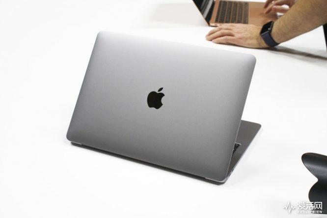 615098-apple-macbook-air-2018-three-quarters-lid