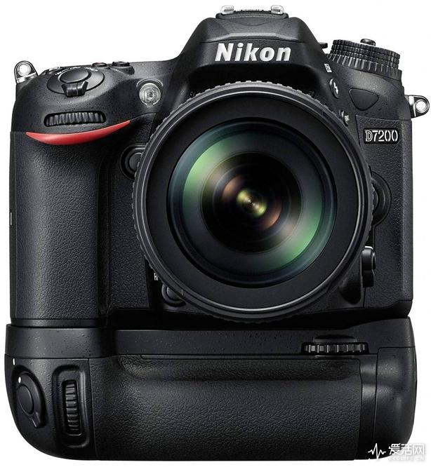 nikon-d7200-with-grip