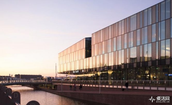22_delft_city_hall_and_train_station