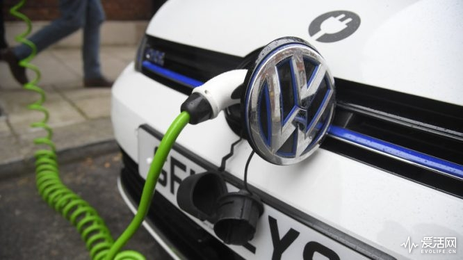 An electric Volkswagen car is plugged into a recharging point in central London, Britain November 10, 2016. REUTERS/Toby Melville