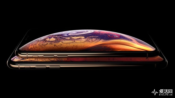iPhone-XS-and-iPhone-XS-Max-in-Gold