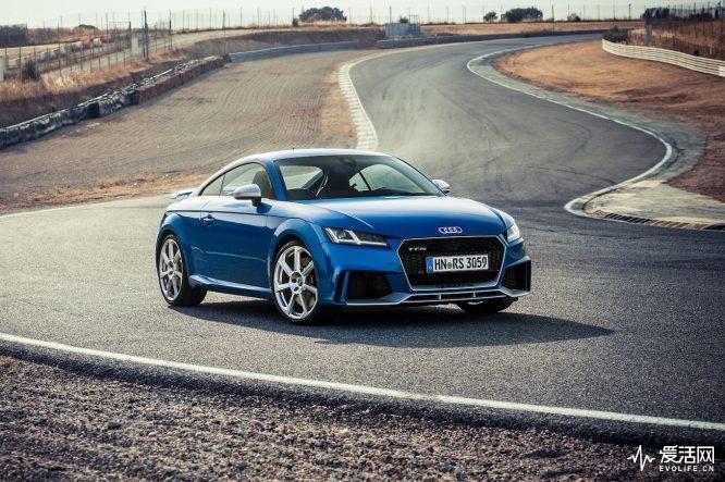 2017-Audi-TT-RS-Coupe-front-three-quarter-01