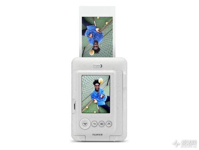 Fuji-Instax-Mini-LiPlay-camera-3