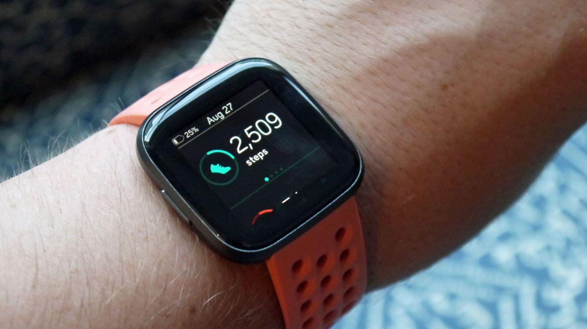 Fitbit-Versa-2-vs-Apple-Watch-4